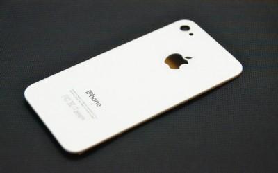 Thay nắp lưng IPhone 4S (đen + trắng)