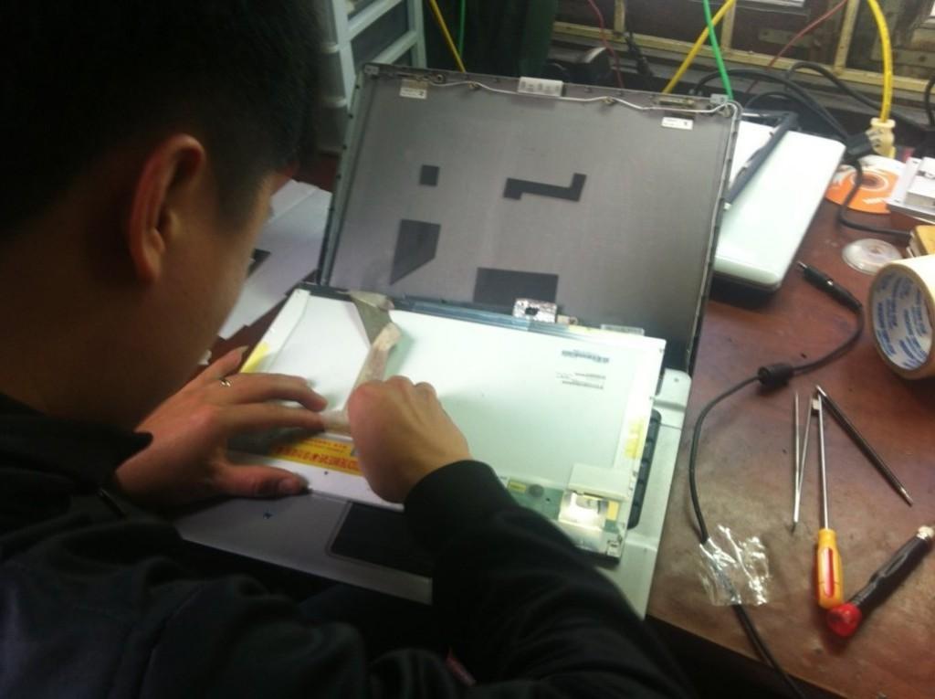 hinh-anh-sua-chua-laptop (36)